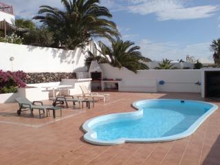 Bright 4 bedroom Villa in Soo with Internet Access - Soo vacation rentals