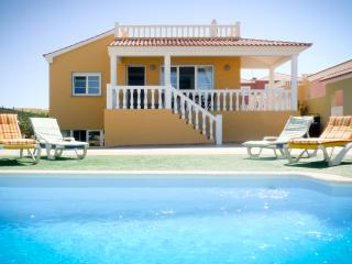 Bright 5 bedroom Costa de Antigua Villa with Internet Access - Costa de Antigua vacation rentals