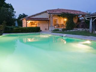 Spacious 6 bedroom Jonzac House with Internet Access - Jonzac vacation rentals