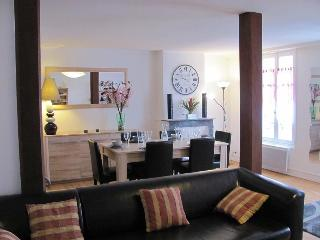 Cozy 2 bedroom Condo in Bayeux with Internet Access - Bayeux vacation rentals