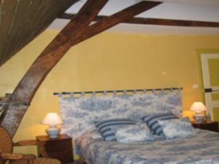 """LA CHAMBRE D'HOTE """"LA SUITE"""" - Couches-les-Mines vacation rentals"""