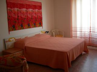 APPARTAMENTO AFFACCIATO SUL PORTO IN PIENO CENTRO - Calasetta vacation rentals