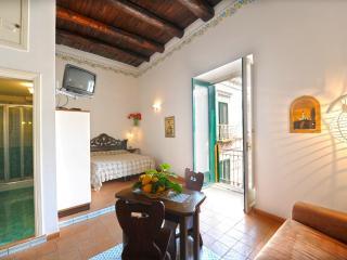 Amalfi un po'....1 - Amalfi vacation rentals