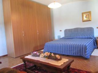 """Appartamento """"La Fattoria 1700"""" - San Martino in Freddana vacation rentals"""