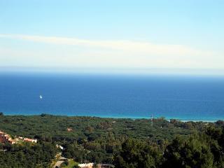 Vista mare con giardino privat - Chia vacation rentals