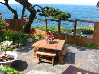 An Ocean Paradise Whales Rendezvous / Ocean Bouquet Suite - Depoe Bay vacation rentals