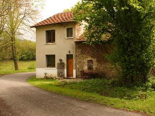 Cherry Cottage - Saint-Julien-le-Petit vacation rentals