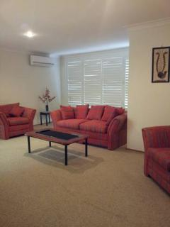 4 bedroom House with Dishwasher in Callala Bay - Callala Bay vacation rentals