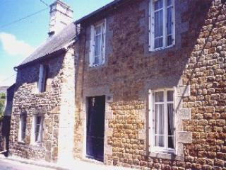 2 bedroom Townhouse with Internet Access in Villedieu-les-Poeles - Villedieu-les-Poeles vacation rentals