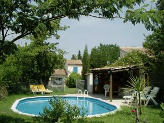 Mazet avec piscine au coeur de la Provence - Saint Etienne du Gres vacation rentals