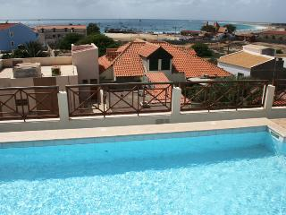 Patio Antigo 216, Centrale con Piscina sul Tetto - Santa Maria vacation rentals