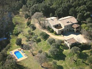 Excellent Manor: 12 BR, 9 BA, Pool, BBQ, playroom - Camos vacation rentals