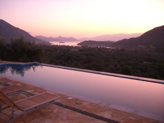 Charming Villa with A/C and Television - Vlicho vacation rentals
