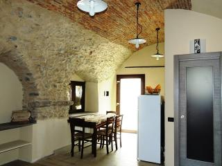 Cozy 2 bedroom Bed and Breakfast in Toirano - Toirano vacation rentals