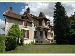Jardin spacieux et gîte historique - Fere-en-Tardenois vacation rentals