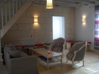 Bright 5 bedroom Gite in Montrichard with Internet Access - Montrichard vacation rentals