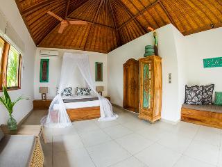 RAMA & SINTA  2x 1 BEDROOM VILLA, BERSANTAI VILLAS NUSA LEMBONGAN ISLAND, BALI - Nusa Lembongan vacation rentals