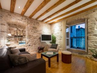 Poet Square Apartment - Split vacation rentals