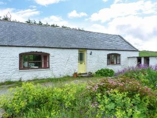 KETTLE KNOWE, all ground floor, open fire, WiFi, garden with furniture, great base for walking, Ref 904654 - Castle Douglas vacation rentals