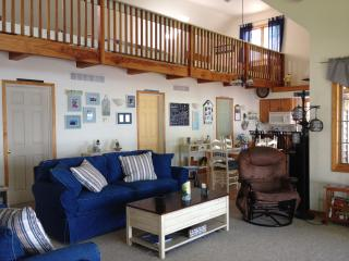 Cozy 3 bedroom Cottage in Romulus with Deck - Romulus vacation rentals