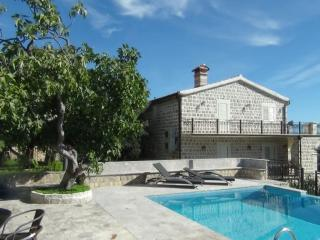 4 bedroom Villa with Internet Access in Rezevici - Rezevici vacation rentals