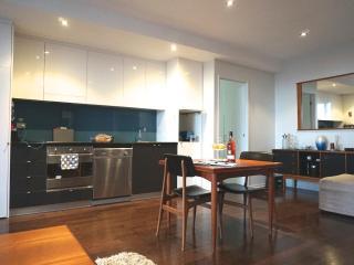 TimeOut - Inner Melb Richmond - Riviera Riverside - Melbourne vacation rentals