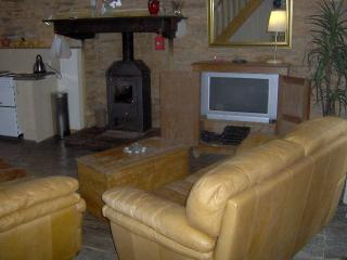 Nice 2 bedroom Gite in Redon with Parking - Redon vacation rentals