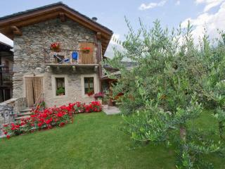 6 bedroom Bed and Breakfast with Internet Access in Pont-Saint-Martin - Pont-Saint-Martin vacation rentals
