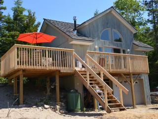 Nice Cottage with Deck and Outdoor Dining Area - Spring Bay vacation rentals