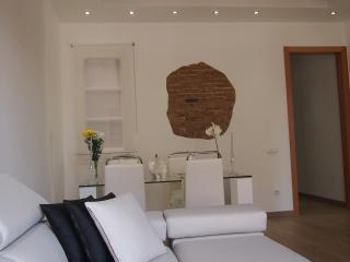 Perfect Barcelona vacation Guest house with Short Breaks Allowed - Barcelona vacation rentals
