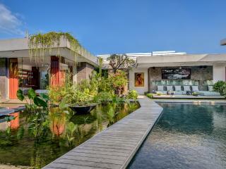 VILLA BANYU - HEAVENLY 4 BEDROOM SANCTUARY, PRIME LOCALE, DAILY BREAKFAST - Seminyak vacation rentals