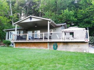 4 bedroom River-view Cottage near the sandy beach in beautiful  Port Albert, ON - Goderich vacation rentals