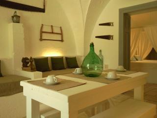 Bright 3 bedroom Maruggio Farmhouse Barn with Washing Machine - Maruggio vacation rentals