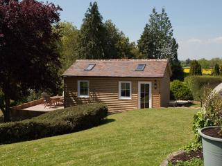 Lovely Cabin with Internet Access and Television - Gloucester vacation rentals