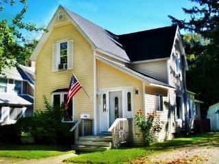 563 Kalamazoo St - Weekly stays begin on Saturdays - Southwest Michigan vacation rentals