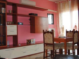 Cozy 1 bedroom Portogruaro Apartment with Short Breaks Allowed - Portogruaro vacation rentals