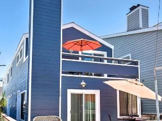 Oceanside Beach Lower Duplex 7 Houses from Sand! Huge Outdoor Patio! (68237) - Newport Beach vacation rentals