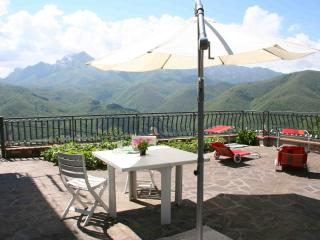View, terrace, sleeps 3 in Lucca County - Minucciano vacation rentals