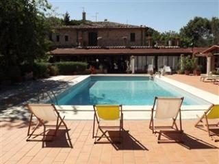 Country House Le Dodici Querce - Giano dell'Umbria vacation rentals