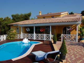 belle villa 250m2 au soleil avec piscine plein sud - La Gaude vacation rentals