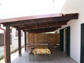 Bright 2 bedroom Villa in Calasetta - Calasetta vacation rentals