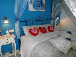 BEB PETALI ROSA: CAMERA ROSA BLU - Polignano a Mare vacation rentals