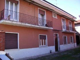 Bright 3 bedroom Parabiago House with Internet Access - Parabiago vacation rentals