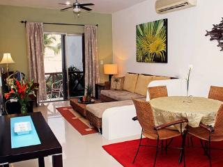 One Bedroom Apartment Very Close To Beach And Pedestrian Area - Playa del Carmen vacation rentals