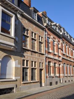 Bright 2 bedroom Guest house in Ypres with Internet Access - Ypres vacation rentals