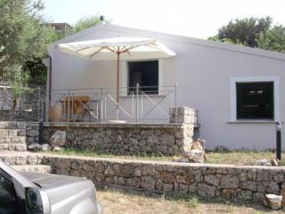 casa indipendente con posto auto - Acquafredda vacation rentals