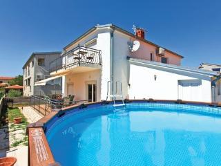 House wih pool - Skatari - Pula vacation rentals
