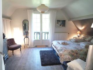 Convenient Bed and Breakfast in Pont-L'Eveque with Linens Provided, sleeps 4 - Pont-L'Eveque vacation rentals