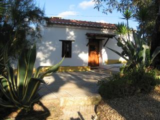 Bright 2 bedroom Sao Luis Cottage with Garden - Sao Luis vacation rentals