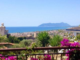 SPLENDIDA VILLA  TERRACINA PANORANICA - Terracina vacation rentals